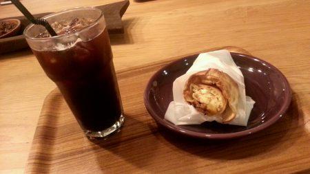 スタパのチキンロールとアイスコーヒー