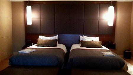 志摩観ベイスイートの客室ベッドルーム