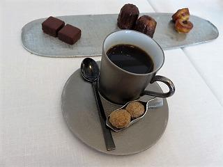 コーヒーと小菓子