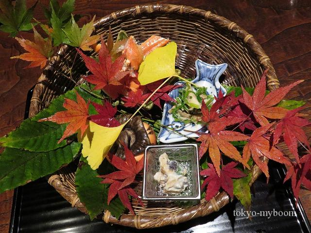 秋山さんの紅葉で飾った八寸