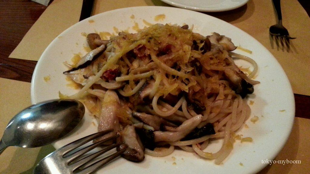 茸とボッタルガのパスタ
