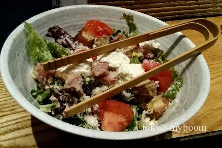 厚切りベーコンとハーブポテトのシーザーサラダ
